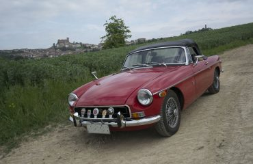 Auto d'epoca e cabriolet per visitare il Monferrato