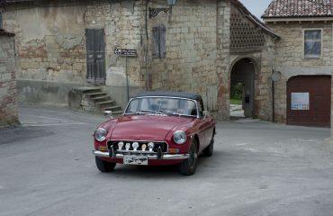 Centro storico con auto d'epoca